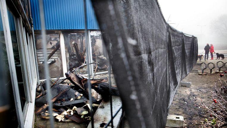 Het afgebrande zwembad in Culemborg, waar eigenlijk de nieuwe moskee zou komen. Beeld Maarten Hartman