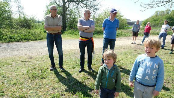 Jong en oud kwam de runderen welkom heten, ook burgemeester Dis Van Berckelaer