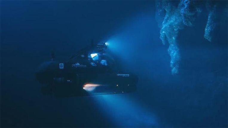 Richard Branson en het team van Aquatica Submarines botste in het 'Great Blue Hole' op nooit eerder ontdekte stalactieten.
