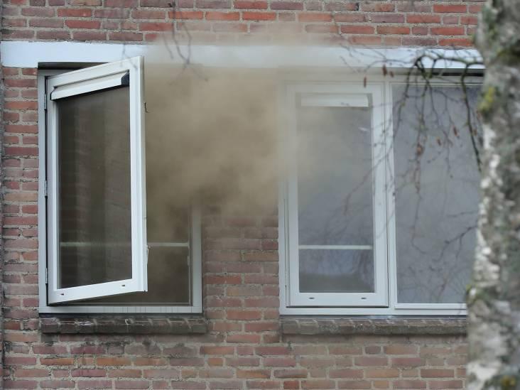 Brandweer rukt uit voor woningbrand in Oss, huis heeft veel rookschade