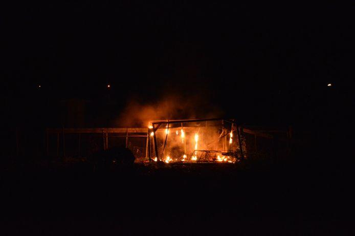 Een plastic kweekkas op een volkstuinencomplex brandde uit in Dronten.