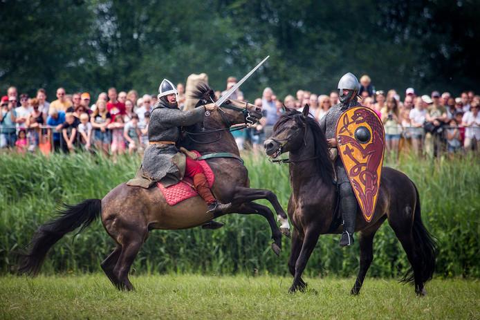 De nagespeelde Slag bij Vlaardingen. Het is wekelijks feest in deze stad.