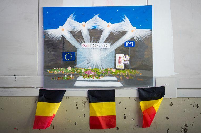 In het station van Maalbeek hangt een herdenkingspaneel voor de slachtoffers.