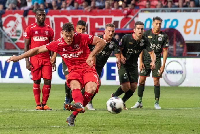 Het duel van Tom Boeres FC Twente met FC Dordrecht gaat door.