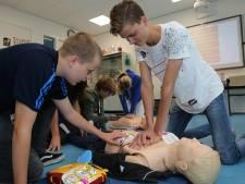 Moeder regelt reanimatiecursus op Twellose school: 'Niet weten wat te doen, is het ergste'