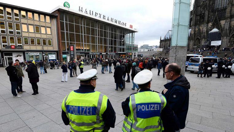 Politie bij het station in Keulen. Beeld AFP