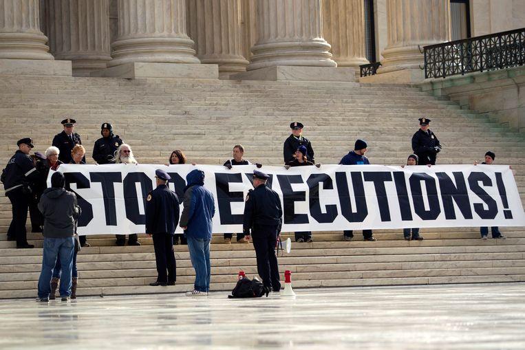 Een demonstratie in 2012 bij het Hooggerechtshof tegen hervatting van de doodstraf door de federale overheid.  Beeld AP