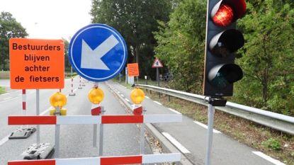 Tijdelijke verkeerslichten op Meenseweg door nutswerken