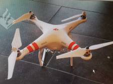 Eigenaar gezocht van drone die achterruit van auto verbrijzelde