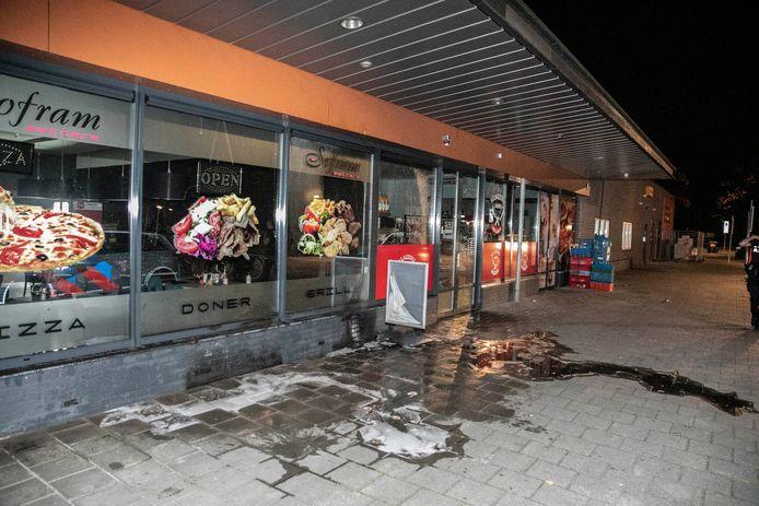 Bij eetcafé Sofram op het Elderveldplein in Arnhem is in de nacht van zaterdag op zondag brand gesticht.