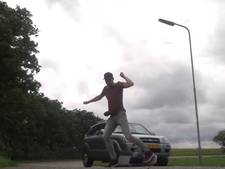 Simon Keizer bijna van de sokken gereden op eenwielige skateboard