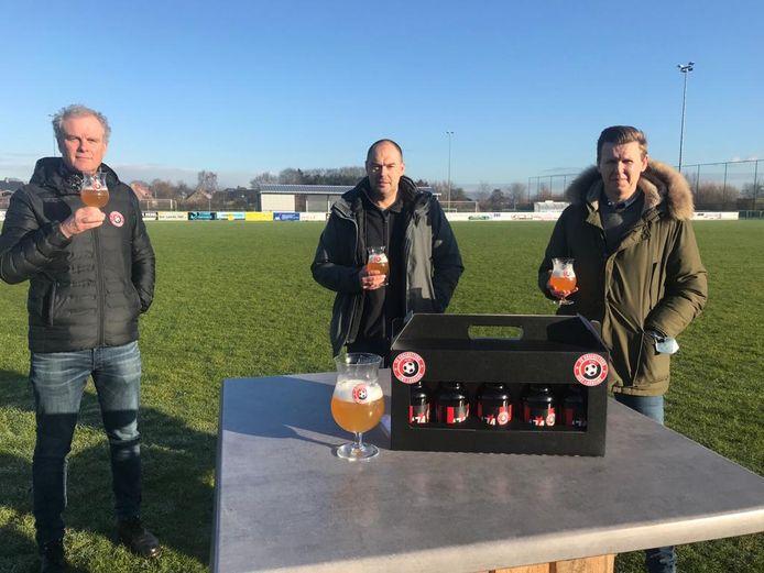 Peter Verheecke, Nick Piepers en Claus Verdonck bij het bier van FC Goalgetters.