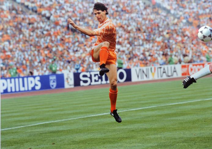 Marco van Basten maakte op onnavolgbare wijze de 2-0 voor Nederland. Oranje wordt Europees kampioen tegen de Sovjet Unie.
