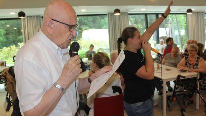 Leerlingen organiseren karaoke voor rusthuisbewoners