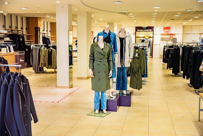 Lege winkel van Miss Etam in Deventer. De zaak moest al kort na de overname door Nxt Fashion de deuren sluiten.