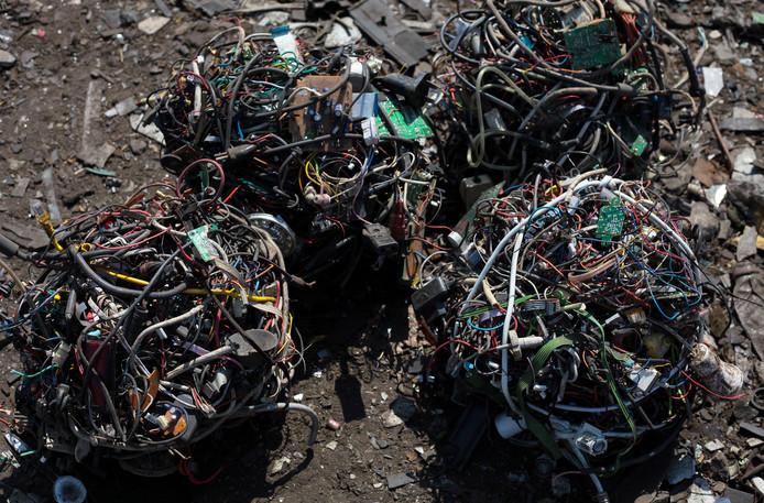 Afgedankte kleine elektrische apparaten worden tegenwoordig zoveel mogelijk hergebruikt.