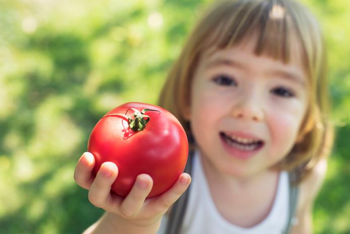 Selon l'Académie royale de médecine de Belgique, le régime végétalien est inadapté pour les enfants à naître, les enfants, les adolescents et pour les femmes enceintes et allaitantes.