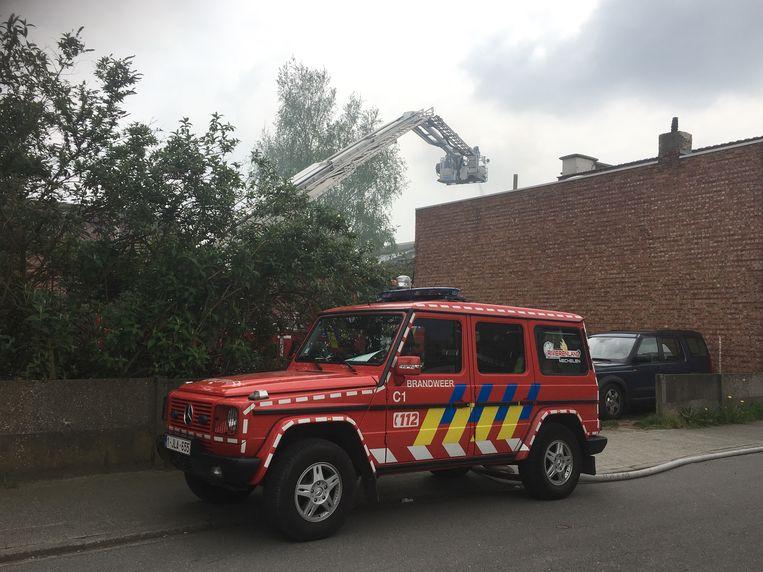 De brand brak woensdagmiddag uit. De brandweer kreeg het vuur snel onder controle. De politie onderzoekt de omstandigheden.