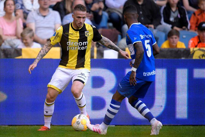 Alexander Büttner in actie namens Vitesse.