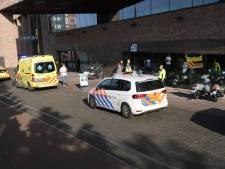 Man (23) neergestoken bij fietsenstalling station Breda, dader op de vlucht