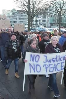 Nabestaanden Mitch Henriquez demonstreren tegen politiegeweld