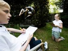 Kinderen krijgen kijkje in keuken kunstenaar Jits Bakker