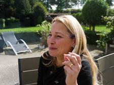 Deelnemers Helen uit Eindhoven en Janneke uit Deurne aan programma We Stoppen: Het voelt alsof ik niet sterk genoeg ben