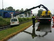 Auto van dijk in Zwijndrecht gereden