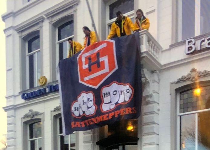 De vlag van Helmond Sport op Westende.