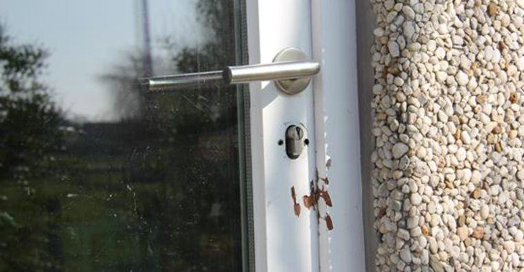 De dieven forceerden een raam bij VVG Alveringem