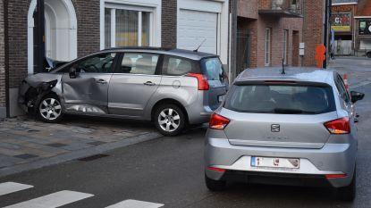 Bestuurder negeert voorrang van rechts: wagens botsen op Marktplein