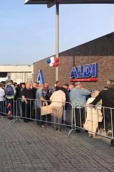 Een uur in de rij voor je wc-rollen bij Aldi Leerdam: 'Het lijkt Rusland wel'
