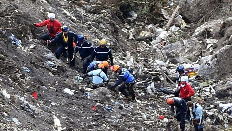 Reddingswerkers op de plek van de Germanwings-ramp Beeld null
