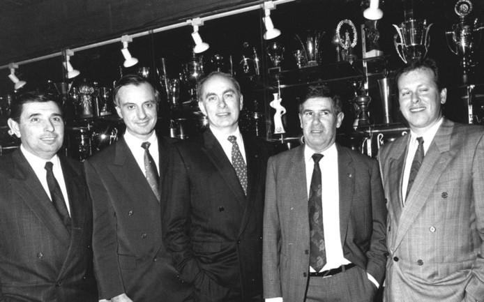 Het bestuur van Ajax in 1989, vlnr: Arie Van Os (Financien), Coronel (commerciele zaken), Michael van Praag (voorzitter), André Kraan (technische zaken) en Hennie Henrichs (amateurs).