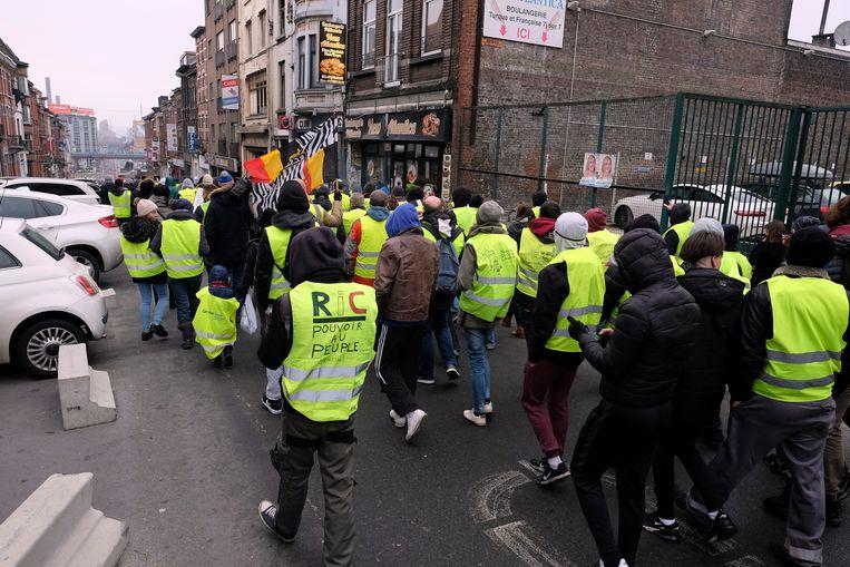 In Charleroi trok een honderdtal demonstranten door de stad.