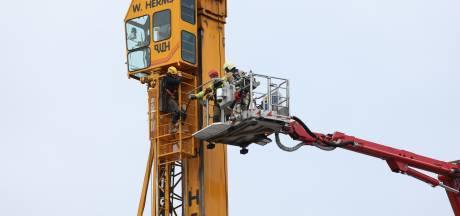 Torenkraan stort deels in op bouwterrein in Hattem