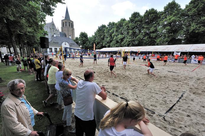 Aan de Markt wordt woensdag opnieuw een strand aangelegd.