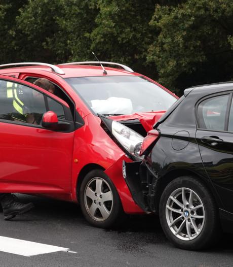 Ongeval met drie auto's bij afrit Barneveld