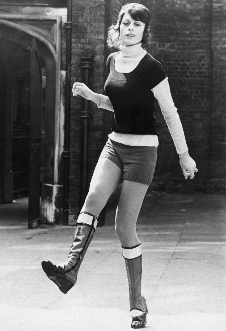Model Ann Goddett in een creatie van Mary Quant in de jaren zestig. Beeld Bettmann Archive