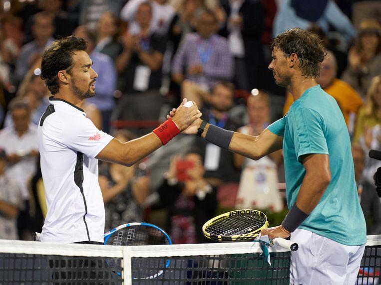 Shakehands tussen Rafael Nadal en Fabio Fognini.