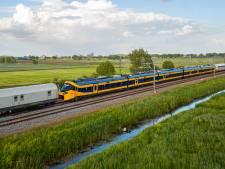 Tadaa! Dit is 'm, de gloednieuwe intercity van NS komt via Oldenzaal en Hengelo Nederland binnen