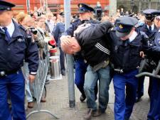Politie zoekt aan vooravond Prinsjesdag 'waxinelichtgooier' uit Meddo
