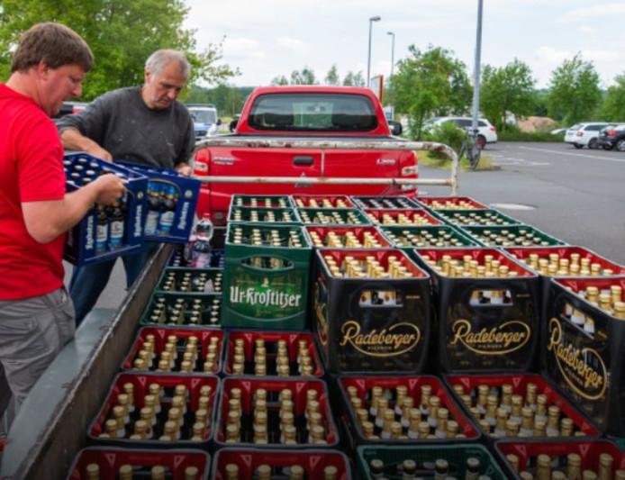 Les habitants ont achetés toutes les bières disponibles en supermarchés pour mettre les néo-nazis à sec.