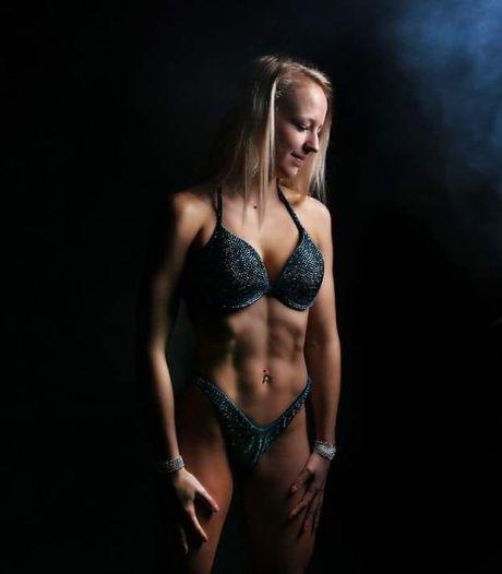 Eindelijk! Twentse Denise (21) kan weer volop aan de bak met bikini fitness in de sportschool