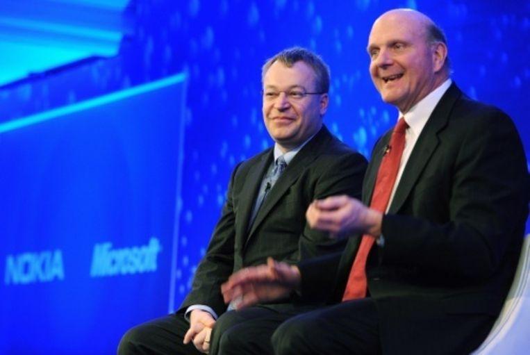 null Beeld CEO's Stephen Elop (L) en Steve Ballmer (R) van respectievelijk Nokia en Microsoft. EPA