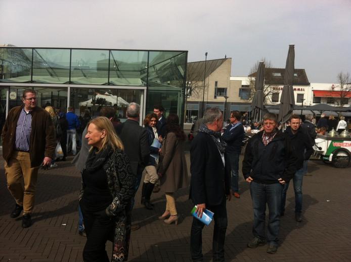 Centrummanager Jack van Lieshout leidde de PvdA-delegatie door het centrum van Oss