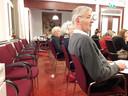 Publieke tribune bij lange na niet bezet tijdens vergadering van de Oisterwijkse gemeenteraad over de begroting 2020. Frans Monchen (voorgrond) is er altijd.