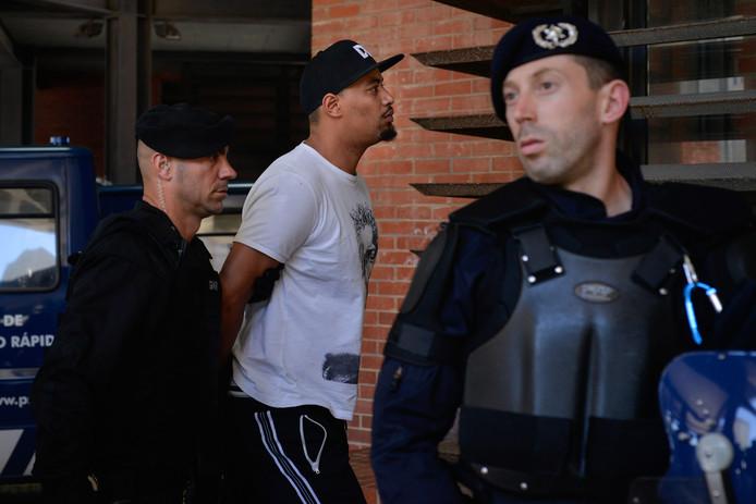 Een van de 23 hooligans die vandaag al zijn aangehouden door de Portugese politie.