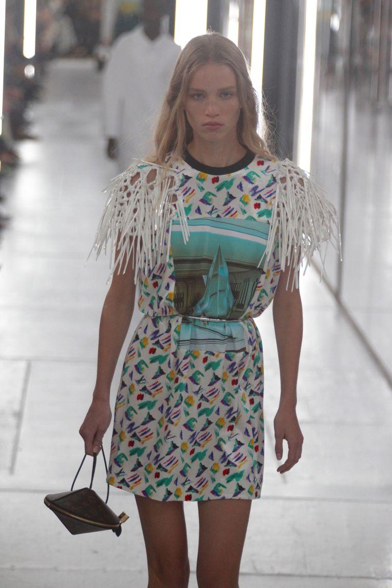 Handtas in de vorm van een vliegende schotel. Gezien op Paris Fashion Week bij de lente-zomercollectie 2019 van Louis Vuitton.