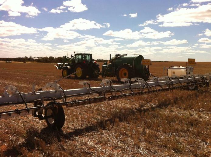 De Weed-IT AG aan het werk op een Australische akker. foto Rometron